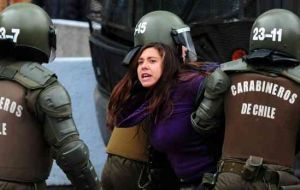 Violent incidents between Carabineros and hooded students
