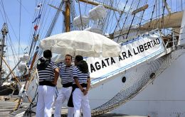 Argentine crew members making time at Tema (Photo by EFE)