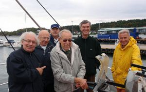 "Commissioner Nigel Haywood by the harpoon gun with members of Øyas Venner on the catcher ""Southern Actor"""