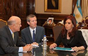 CEO Akerson with Cristina Fernandez at Casa Rosada