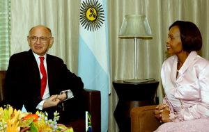 SAfrican Minister Maite Nkoana-Mashabane (R) during a press conference next to Argentina's Timerman (Photo: Telam)