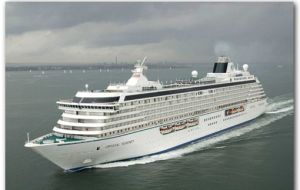 Want to gamble in Chilean waters: try with the Crystal Serenity