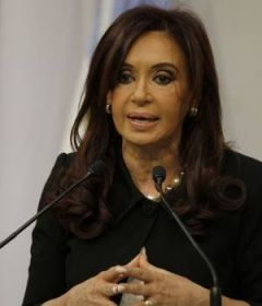 CFK addressing government officials and promising to never yield