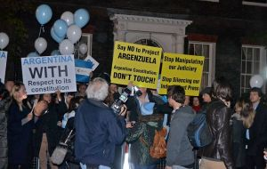 Argetine protestors in London