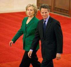 http://en.mercopress.com/data/cache/noticias/38465/240x0/geithner-clinton.jpg