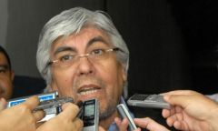 "Moyano wants to break the 'kind of bubble"" in which the president lives"