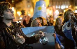Furious Argentines banging pots to protest corruption, insecurity and taxes