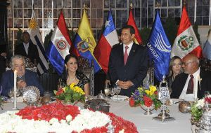 Humala welcome Unasur delegation at Hotel Swissotel last night (Photo: Pres. Peru)
