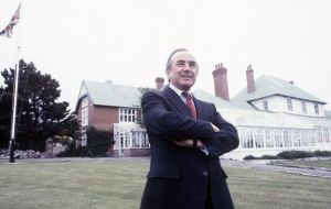 Sir Rex Hunt a symbol and hero for the Falkland Islands