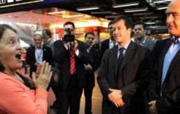 In Buenos Aires, top officials receive Ivonne at the symbolic event in Ezeiza