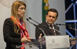 Ministers Ildefonso Guajardo and Debora Giorgi (L) exchange compliments