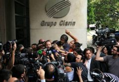 Early morning Cristina Fernandez administration official visited Clarin to inform them the process of auctioning licences had started (Photo: Telam)