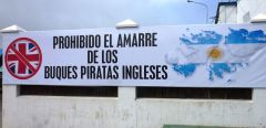 "A poster welcoming ""the British Pirates"" in an Argentine port"