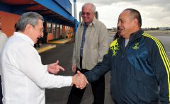 Maduro and Cabello meet Raul Castro at Havana's airport