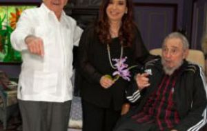 The family picture with the Castro brothers when she revealed the existence of the letters