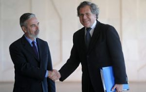 Foreign minister Almagro shakes hands with his Brazilian peer Antonio Patriota (left)