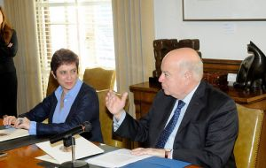 OAS Secretary General Insulza and Permanent Representative of Ecuador María Isabel Salvador (L) during the signing ceremony