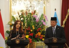 Cristina Fernandez giving her message at Jakarta's Presidential Palace