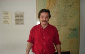 Gonzalez Trejo plans to copy all the data reference to the 1982 war
