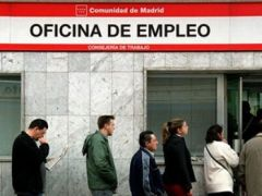 Unemployed queuing in Spain; more and more young people are experiencing long-term unemployment