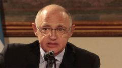 "Timerman says Argentina without Malvinas is ""an incomplete country"""