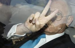 The Argentine minister boasting the V for victory