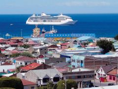 A cruise vessel approaching Punta Arenas