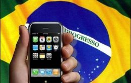 "Gradiente has filed its request to use the ""iphone"" brand in 2000"