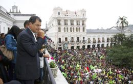 The Ecuadorean president waves to the packed crowd from Carondelet palace