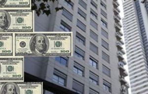Argentines trust the US dollar to make business particularly in real estate