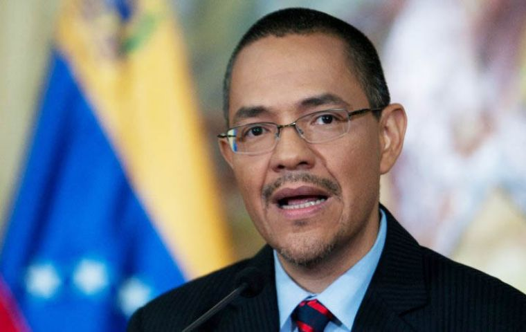 The Venezuelan president has growing difficulties to breathe, said Information minister Villegas