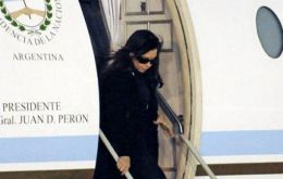Cristina Fernandez suspended all activities and declared three days of mourning