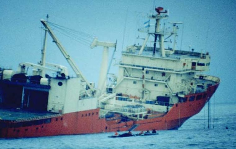 The Argentine research vessel the MV Bahia Paraiso was lost in 1989 spilling 645.000 liters of diesel
