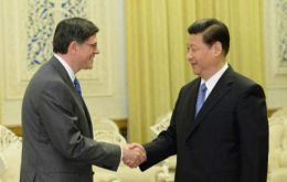 President Xi Jinping (R) meets Treasury Secretary Jacob Lew for candid and direct talks  (Photo/Xinhua)