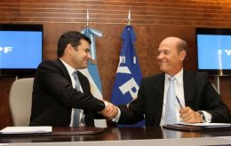 CEO Galuccio and La Roza from Dow sign the agreement