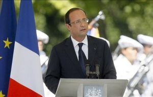 Hollande only received good marks on foreign affairs