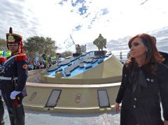 Cristina Fernandez paid homage to Puerto Madryn that after the war received over 7.000 soldiers shipped by the British from the Falklands