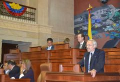 Dr Elsby addressing the Colombian Congress