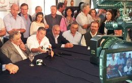 Mujica at the rally with other local leaders that motivated the incident