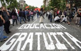 Since 2011, over forty street rallies attracted ten of thousands in support of education reform (Photo EFE)