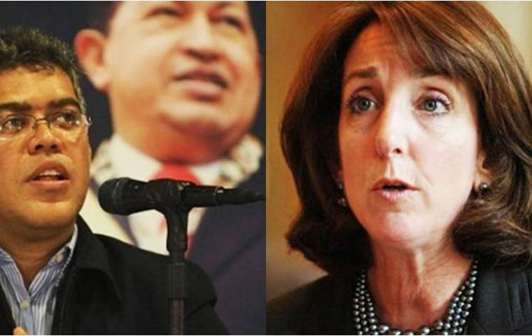 Foreign minister Elías Jaua and US Assistant Secretary Roberta Jacobson