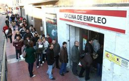 Long queues at employment insurance offices are common sight in Spanish cities