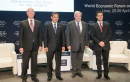The three presidents Ollanta, Martinelli and Peña Nieto with WEF founder Schwab (left)