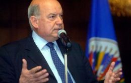Insulza supports President Maduro's call for the creation of a 'peaceful environment'