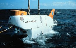 The Japanese Shinkai 6500 manned submersible operating in the Atlantic Ocean bed