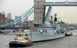 HMS Edinburgh sails under the London Bridge