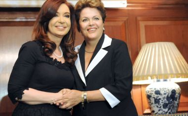 Cristina and Dilma, smiles and politeness, but that is not what happened behind doors