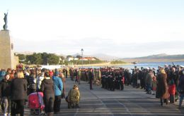 Massive turnout of Islanders' families at the Liberation Monument