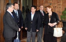 Cartes (Center) with the delegation of EU ambassadors that visited him at his home