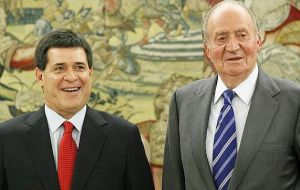President elect Horacio Cartes next to Spanish King Juan Carlos